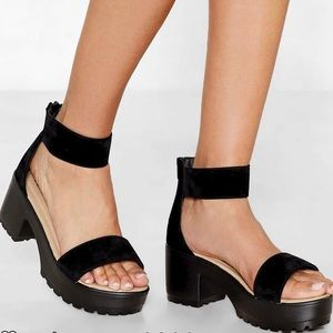 NEVER WORN‼️ NastyGal platform sandals